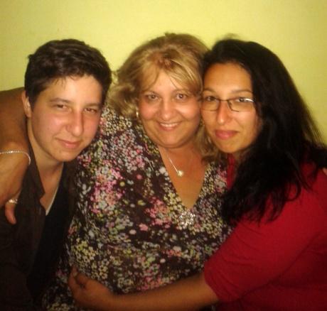 Péter, vér szerinti anyjával és nővérével