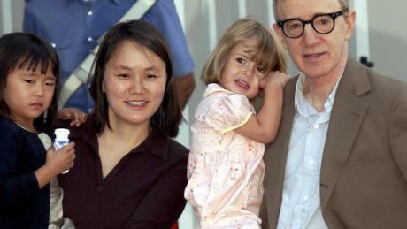 Woody és felesége Soon-Yi két örökbefogadott lányukkal