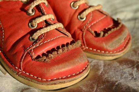 childrens-shoe-1728295_1920