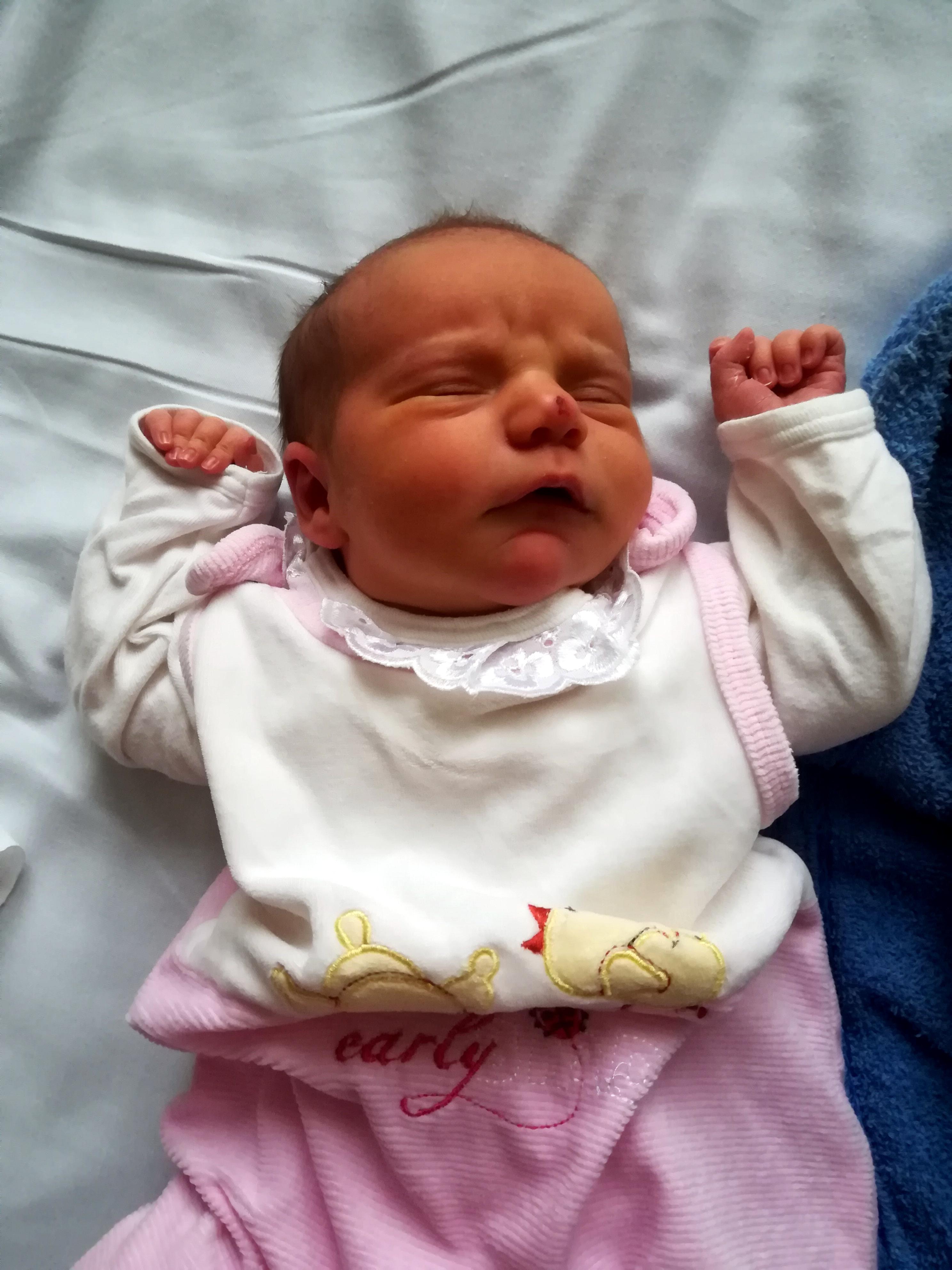 b5e17a71fa Ki érkezett: Niki, egészség, fehér bőrű újszülött kislány, megyei listáról  (Heves megye).